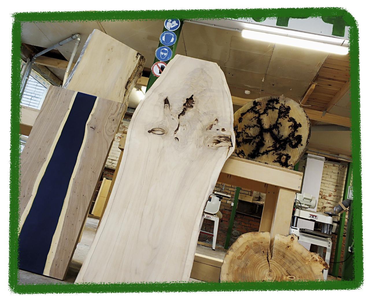 Стол из эпоксидки и дерева