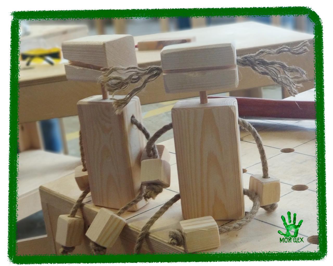 Детский мастер-класс, работают с деревом дети